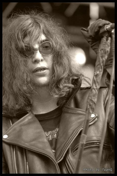 I collect pictures of Joey Ramone without sunglasses (or